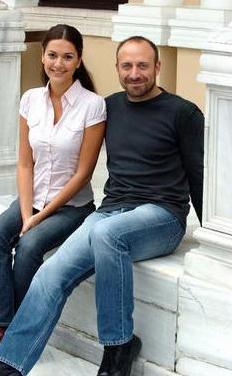 ŞEHRAZAT VE ONUR  Binbir Gece'nin Onur'u ile Şehrazat'ının inişli çıkışlı aşkları üç sezon seyirciyi ekrana bağladı.
