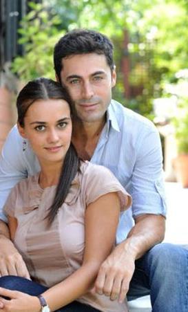 ARMİ VE OZAN  Kısa bir süre önce ekrana veda eden Küçük Kadınlar'ın Armağan'ı Hande Soral yeni sezonun başında yeni bir aşk yaşadı.