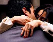 Kenan İmirzalıoğlu'nun oynadığı Ezel ile Cansu Dere'nin hayat verdiği Eyşan'ın karmaşık aşkını seyirci ilgiyle izliyor.