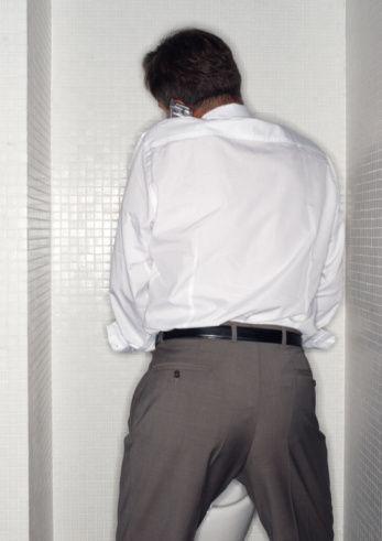 8. İdrara sık çıkma  Tip 2 diyabet veya prostat bezinde meydana gelen büyümenin habercisi olabiliyor. Dikkate alınmadığı takdirde prostat kanserine kadar varabiliyor.