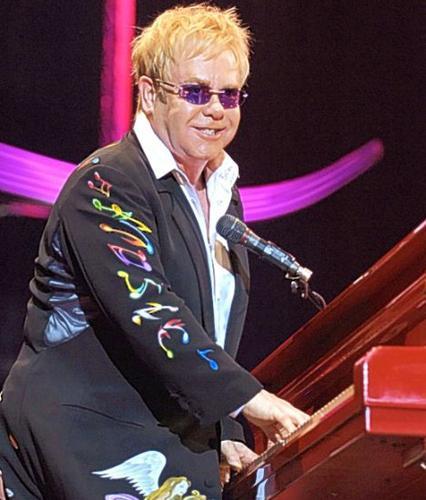 Müzik dünyasının 'sör' unvanlı ünlü ismi Elton John, 18 yıl aradan sonra konser için Türkiye'ye ilk kez geliyor.
