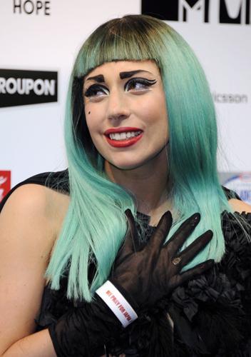 Lady Gaga, Japonya'da yaşanan deprem ve sonrasında oluşan tsunami felaketinde hayatını kaybedenler ve felaketzedeler için düzenlenen toplantıda gözyaşlarına hakim olamadı.
