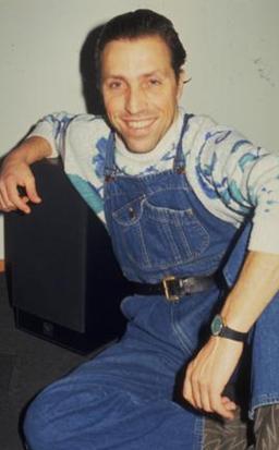 Yusuf Azuz da 1980'lerin ünlü mankenlerindendi..