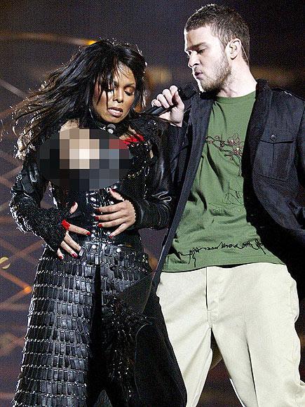 Sansasyonlar yaratan bu sahneyi sanırım hepiniz hatırlarsınız. 2004 yılında SuperBowl açılışında Justin Timberlake'in Janet Jackson'ın göğsünü açması günlerce konuşulmuş ve davalara konu olmuştu.