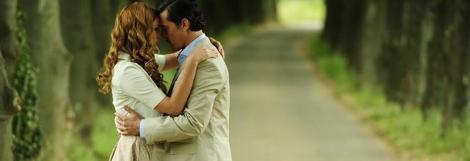 İLK KEZ ÖPÜŞTÜLER  Sezon finalinin ağlatan sahnelerinden biri de Soner ile Aylin'in vedası oldu..