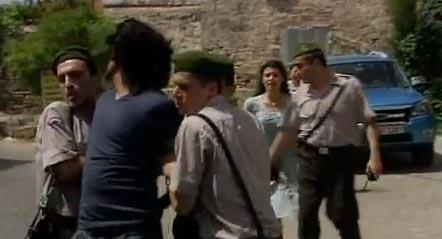 Sanıklardan Vural'ı Mustafa öldürdü. Ancak suç Kerim'in üzerine kaldı. Fatmagül, Kerim ve Ebe Nine tam İstanbul'a hareket etmek üzereyken jandarma gelip Kerim'i tutukladı.