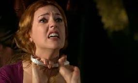 Önce eski sevgilisi Leo'nun başının kesildiğini kabuslarında gören Hürrem sonra da kendisinin Pargalı İbrahim tarafından boğulmaya çalışıldığını gördü.