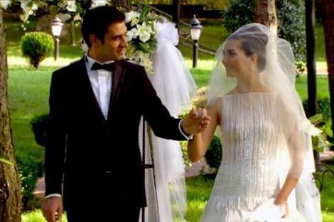 Hasret ile Murat son bölümde nikah masasına oturdular.