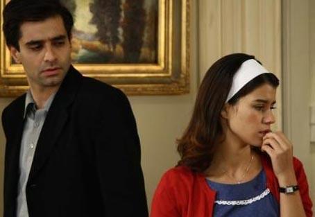 Türkiye'de toplumsal ve siyasal yapı yavaş yavaş değişirken dizinin birbirine aşık baş karakterleri de birbirlerine bir türlü kavuşamadılar.