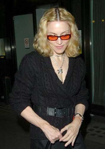 50 yaşında olan Madonna, formunu ağır antremanlarla korusa da ellerinin görünümü için henüz bir çare bulmuş değil.