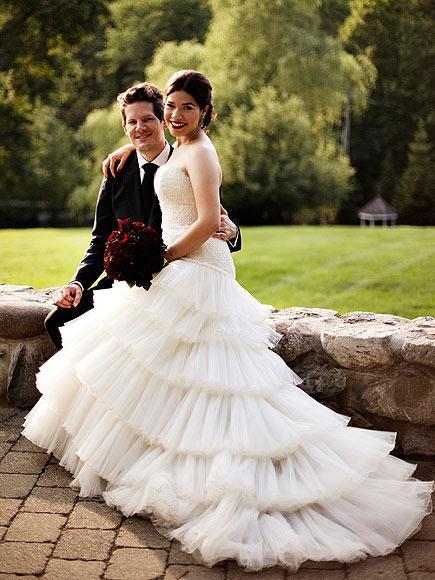 America ve Ryan Türkiye'de Ugly Betty dizisiyle tanınan 27 yaşındaki America Ferrera, 1 yıldır nişanlı olduğu Williams ile 27 Haziranda evlendi. Törene sadece yakın arkadaşların ve ailelerin oluşturduğu küçük bir davetli topluluğu katıldı.
