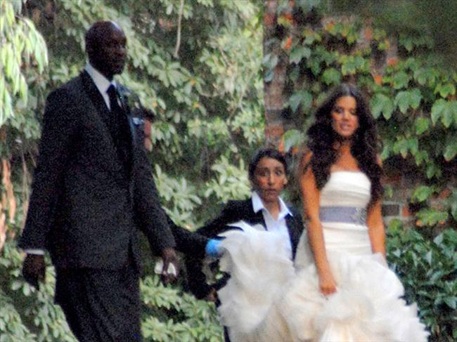 Khloe ve Lamar Tanıştıktan sadece bir ay sonra evlenmeye karar veren çiftin bu kararı herkesi şaşırtmıştı. Fakat 27 eylül 2009'da başlayan evlilikleri mutlu bir şekilde devam ediyor.