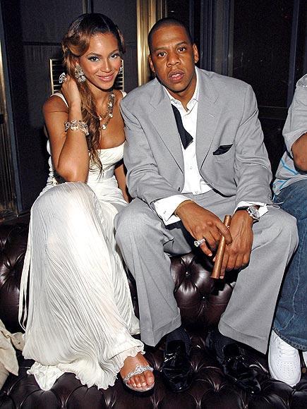 Beyonce ve Jay Z 2008 yılında evlenen çift ilişkileri hakkında hiç konuşmamışlardı. Hatta Beyonce ünlü rapçiye sacece son zamanlarda kameralar önünde eşim diye hitap etmeye başladı. Çiftin ilişkileri de evlilikleri de kameralardan ve gözlerden uzak yaşandı...