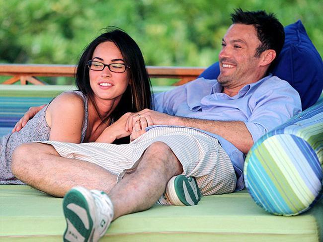 Megan ve Brian iki kez nişanlanıp ayrıldıktan sonra, en sonunda geçtiğimiz Temmuz'da Hawaii'de tatil yaptıkları sırada gizlice evlendiler. Düğün törenlerinde sadece Brian Austin Green'in oğlu Cassius vardı.