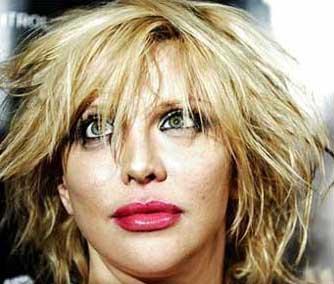 Cobain'in genç yaşta ölmesinden sonra bile hep onun gölgesinde yaşayan Love, hep magazin basınının eliştiri oklarını üzerine çekti.