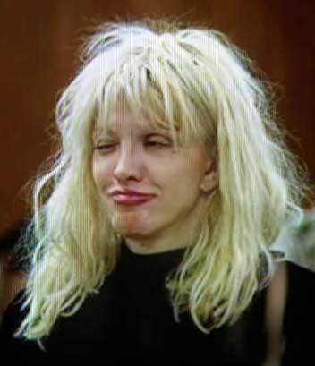 Love, şu sıralar Cobain'den olan kızı Frances Bean'in velayetini de kaybetme korkusuyla yaşıyor.