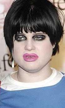 Rock efsanesi Ozzy Osbourne'un kızı Kelly aslında çirkin sayılmaz.