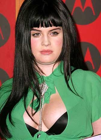 Yaşından büyük giysileri, kullandığı peruklar hep genç Osbourne'un aleyhine.