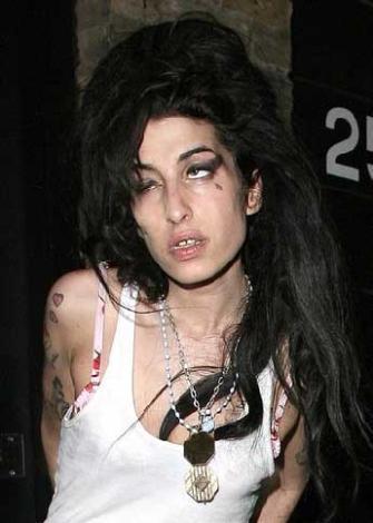 Genç kuşak şarkıcılar arasında sesiyle öne çıkan isim Amy Winehouse.