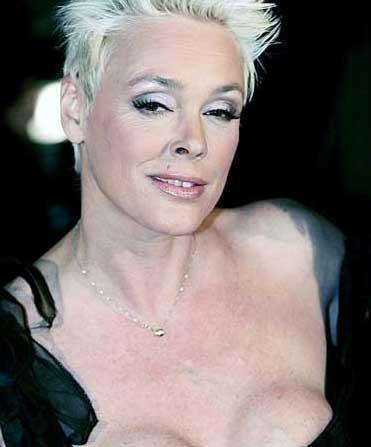 Brigitte Nielsen'in gitgide çirkinleşmesinin sebebi sık sık geçirdiği estetik operasyonlar.