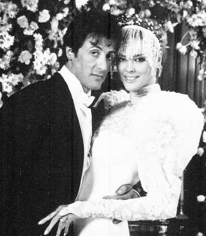 Nielsen bir zamanlar ünlü aktör Sylvester Stallone'nin eşiydi.