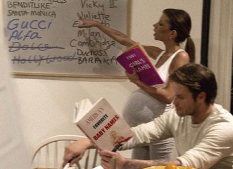 Jackson bu kez de yakında dünyaya gelecek kız çocuklarını bekleyen Beckham ailesini görüntüledi. Tabi kendi üslubunca.