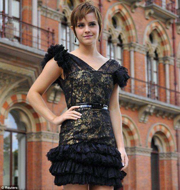 Filmde Harmony Gringer'ı canlandıran Emma Watson, en çok ilgi gören oyuncuydu ve güzelliğiyle hayranlarını büyüledi.