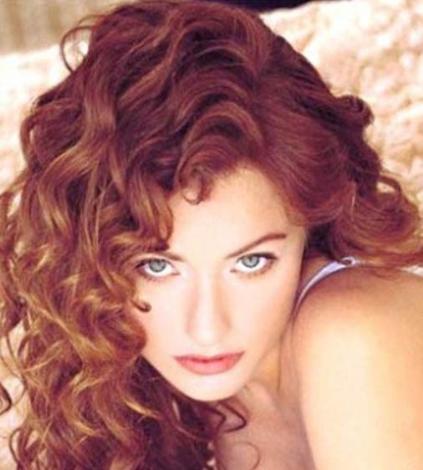 2000 yılında Alo Yarışma adlı bir programda sunuculuk yaptı. Daha sonra Ersin Pertan'ın yönettiği Şarkıcı adlı filmde küçük bir rol üstlendi.