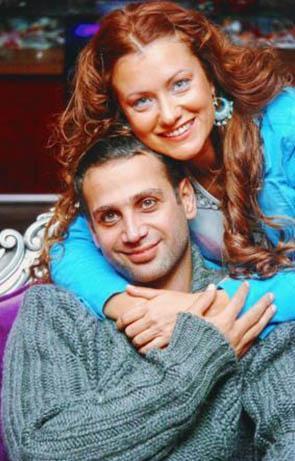 Hilal Cebeci, şarkıcı Doğuş ile ilişkisiyle de basının gündemindeydi bir süre.