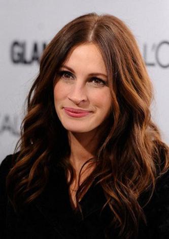 Roberts'ın rol aldığı Ye, Dua Et, Sev adlı film 205 milyon dolar hasılat yaptı. Güzel yıldız aynı zamanda Lancome'un da tanıtım yüzlerinden biri.