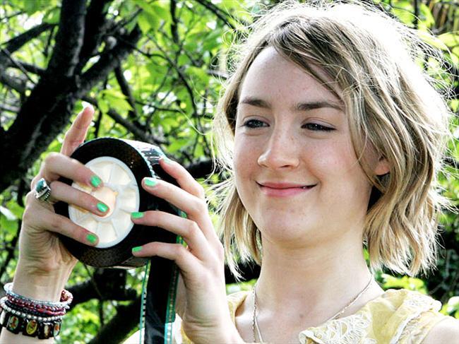 Eco friendly  Evet yeşili ve çevreyi çok seviyoruz, üstelik bu yeşim rengi ojeler de gözümüze çok hoş göründü.