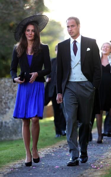 Modaya olan yatkınlığıyla bilinen Cambridge düşesi, eşi Prens William ile katıldıkları bir düğün töreninde de maviyi tercih etmişti.