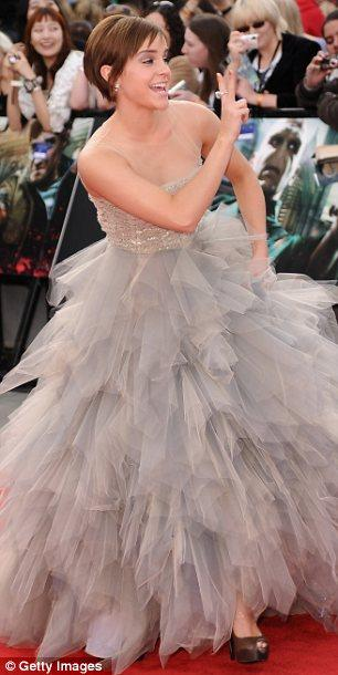 Trafalgar Meydanı'nda düzenlenen galada Emma Watson çek mutlu görünüyordu.