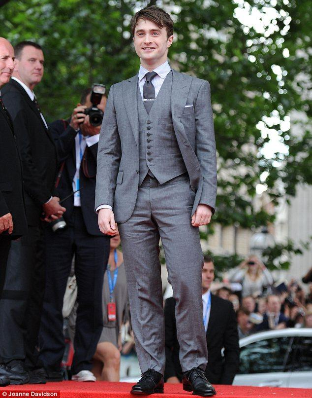 Daniel Radcliffe kırmızı halıda.