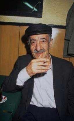 Sonraki yıllarda çevirdiği filmlerle rolleri büyüyen Hazinses, Türk sinemasının unutulmaz komedi sanatçıları arasına girmeyi başardı. Hazinses, oyunculuğunun yanı sıra güfte ve beste çalışmaları da yaptı.   Son yıllarında sefaletin kucağında olan sanatçı, Göztepe Semiha Şakir Huzurevi'ndeydi. 2002'nin ağustos ayında hayata gözlerini yalnızlık içinde yumdu.