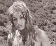 Döneminin magazin basınının peşinde koştuğu ünlülerden biriydi Tekgül. Güzelliğini sergileyen fotoğrafları ile erkeklerin başını döndürdü.  1980 yılında Kültür Bakanlığı tarafından kendisine Onur Belgesi verilmesi,tartışmalara yol açtı