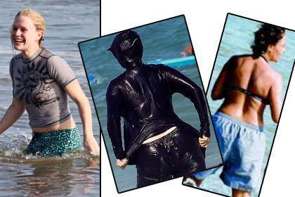 Gösteri dünyasının ünlülerini plajlarda genellikle formda vücutlarına giydikleri bikini ya da mayolarla görüyoruz. Ama bazen öyle istisnalar oluyor ki.   Bazıları üzerindeki giysilerle denize atlıyor, bazıları iç çamaşırlarıyla. İşte ilginç giysilerle denize giren ünlüler.