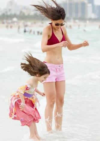 Kızı Suri de o gün elbiseyle denize girdi.