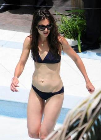 Ama geçen hafta sonu eşi Tom Cruise'un doğum gününü kutladıkları havuz partisi sırasında siyah bikini tercih etti.