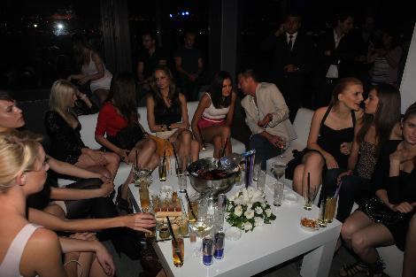 Kulüplerde birbirinden güzel kızlarla boy gösteren Serdar Ortaç'ın sırrı ortaya çıktı.