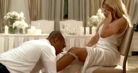 Ünlü şarkıcı Beyonce çok gizli düğününün ayrıntılarını basınla paylaşmadı. Ama büyük olasılıkla yeni kliptekine benzer anlar yaşamıştı.