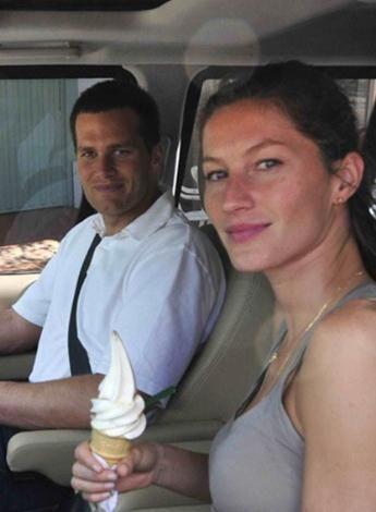Gisele Bundchen ve Tom Brady balayını güzel mankenin memleketi Brezilya'da geçirdi.