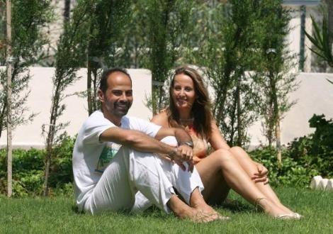 Nasuh Mahruki ile Mine Özvardar, Bhutan'da evlendi. Daha sonra Çeşme'de balayına çıktı. Çiftin düğünü de balayı da çok konuşuldu.