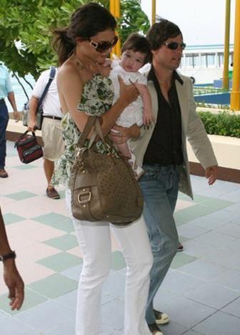 Tom Cruise ve Katie Holmes balayı için Maldivler'e gittiler. Ama kötü hava yüzünden tatillerini kısa kesmek zorunda kaldılar.