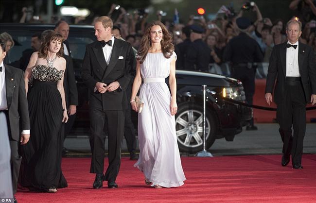 Prens Willam ve Kate Middleton, California ziyaretlerinde ünlü oyuncuların da davetli olduğu bir galaya katıldılar.