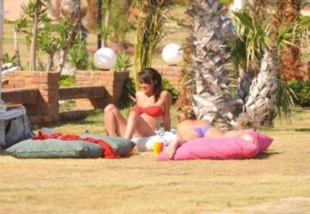 Küçük Kadınlar dizisiyle ün kazanan Hande Soral, ilk kez bikiniyle görüntülendi.