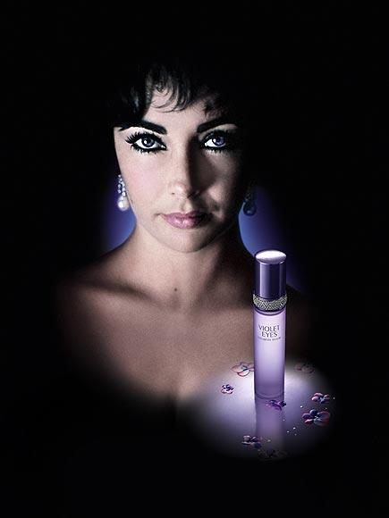 ELIZABETH TAYLOR: VIOLET EYES Menekşe gözleriyle ünlü Elizabeth Taylor'ın parfümü de menekşe gözler adını taşıyor. Parfüm meyve, çiçek ve odunsu kokular içeriyor.