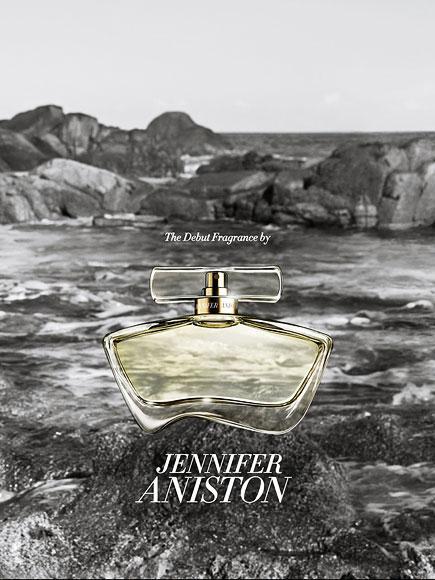 JENNIFER ANISTON: JENNIFER ANISTON Jennifer Aniston parfümünün Güney California kokuları taşıdığını söylüyor.