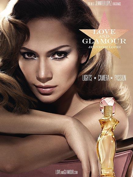 JENNIFER LOPEZ: LOVE AND GLAMOUR J-Lo'nun parfümü tropik kokular taşıyor. Italyan mandalinası, sandalağacı, nilüfer gibi aromalar taşıyor.