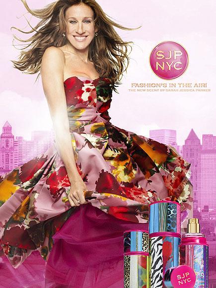 SARAH JESSICA PARKER: SJP NYC Sarah Jessica Parker'ın parfümü, ünlü yıldızın bu kadar ünlenmesine sebep olan Sex and the City dizisinden esinlenmiş. Parfüm vanilya notaları, çilek aroması ve gardenia kokuları ile enerjik bir hava yayıyor.